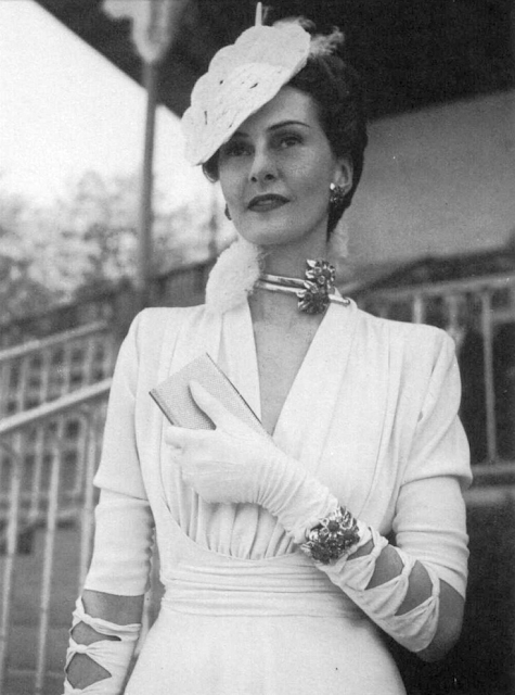 Jaw-dropping! #40s #fashion #1940s #style