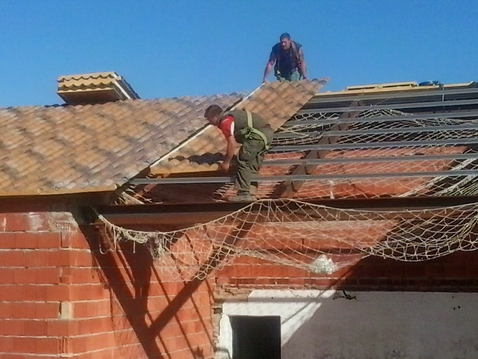 Cubiertas de panel s ndwich imitaci n teja para el tejado for Tejados de madera precio m2