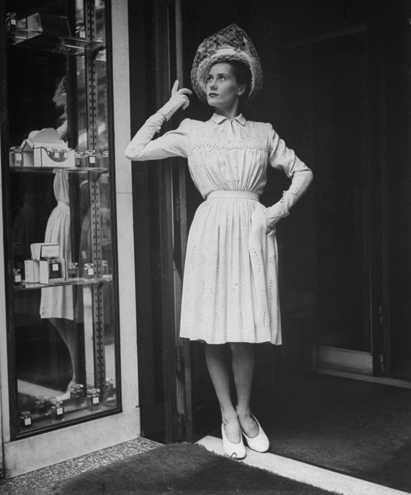 Fashion Women Fashion: Beautiful Women's Fashion In Post-Liberation Paris, 1944