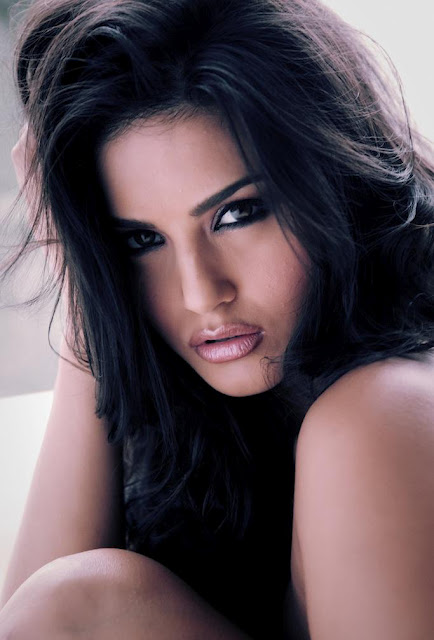 Sunny Leone Spicy Close-up shoot