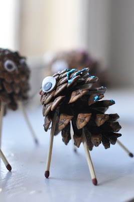 green crafts: sheeps made of cones