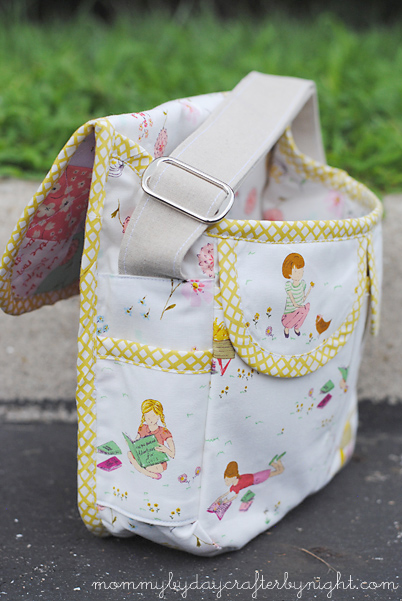 Mommy by day Crafter by night: Patchwork Messenger Bag