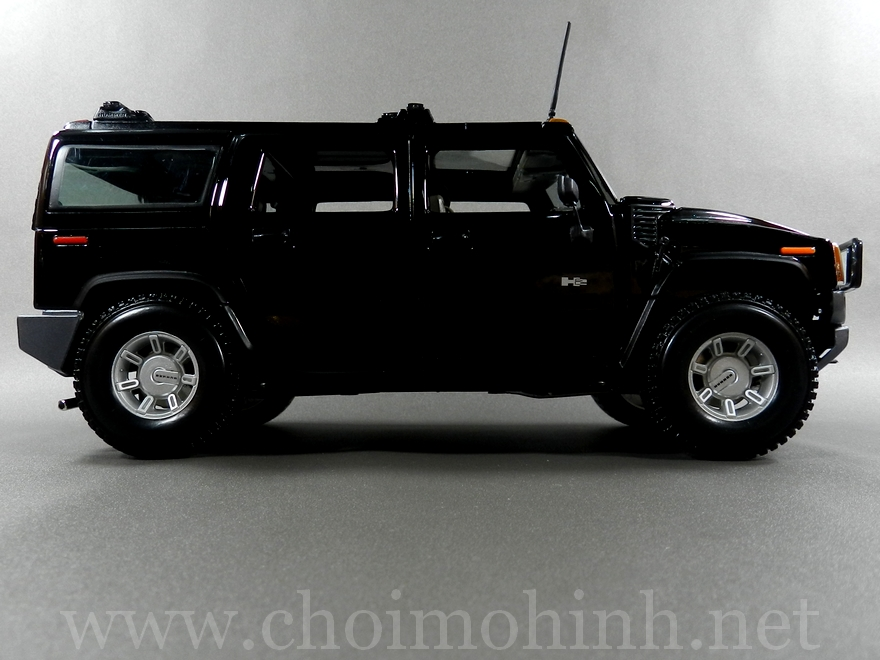 Hummer H2 SUV 1:18 Maisto black side