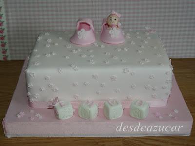 tarta infantil, tarta bautizo, tarta fondant bautizo, bebe, tarta bebe, tarta bebe bautizo, figura modelada, tarta fondant Sevilla, rosa, niña
