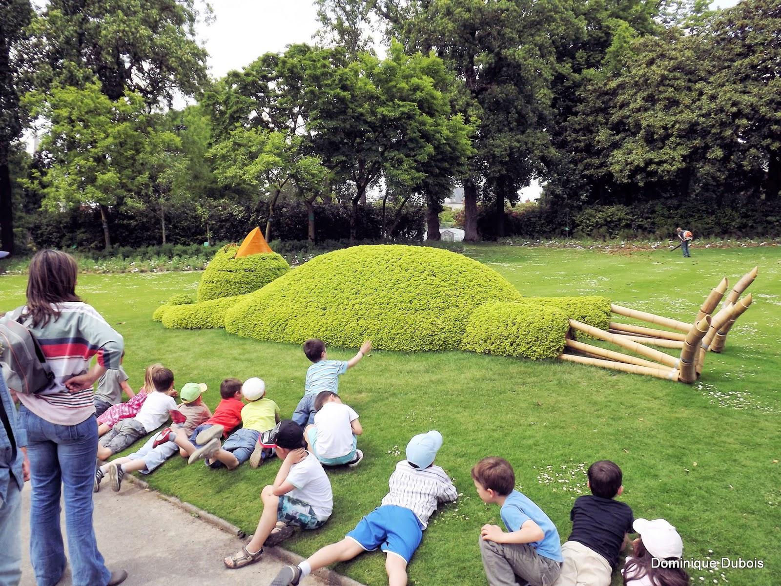 Jardin des plantes nantes l 39 oiseau faisant sa sieste sous for Jardin nantes