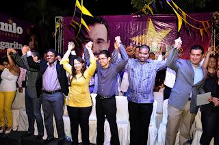 Más de 400 jóvenes se juramentan a favor de Danilo Medina.
