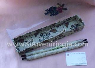 undangan pernikahan gulung mika batik
