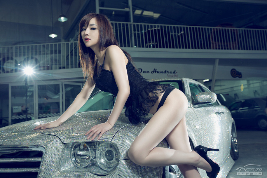 Girls Boasted Hot Look Inside The Chrysler 300