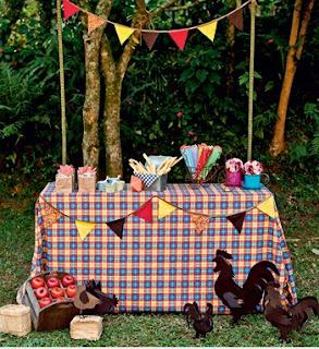 Decoração de festa junina mesa da granja