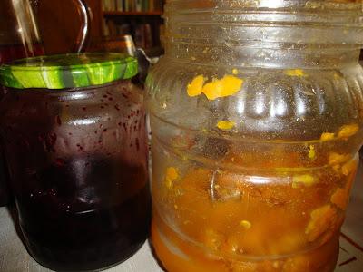 Морошка в собственном соку, черничное варенье - заготовки на зиму