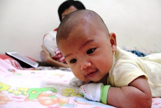 Bayi Lucu Imut Usia 4 Bulan