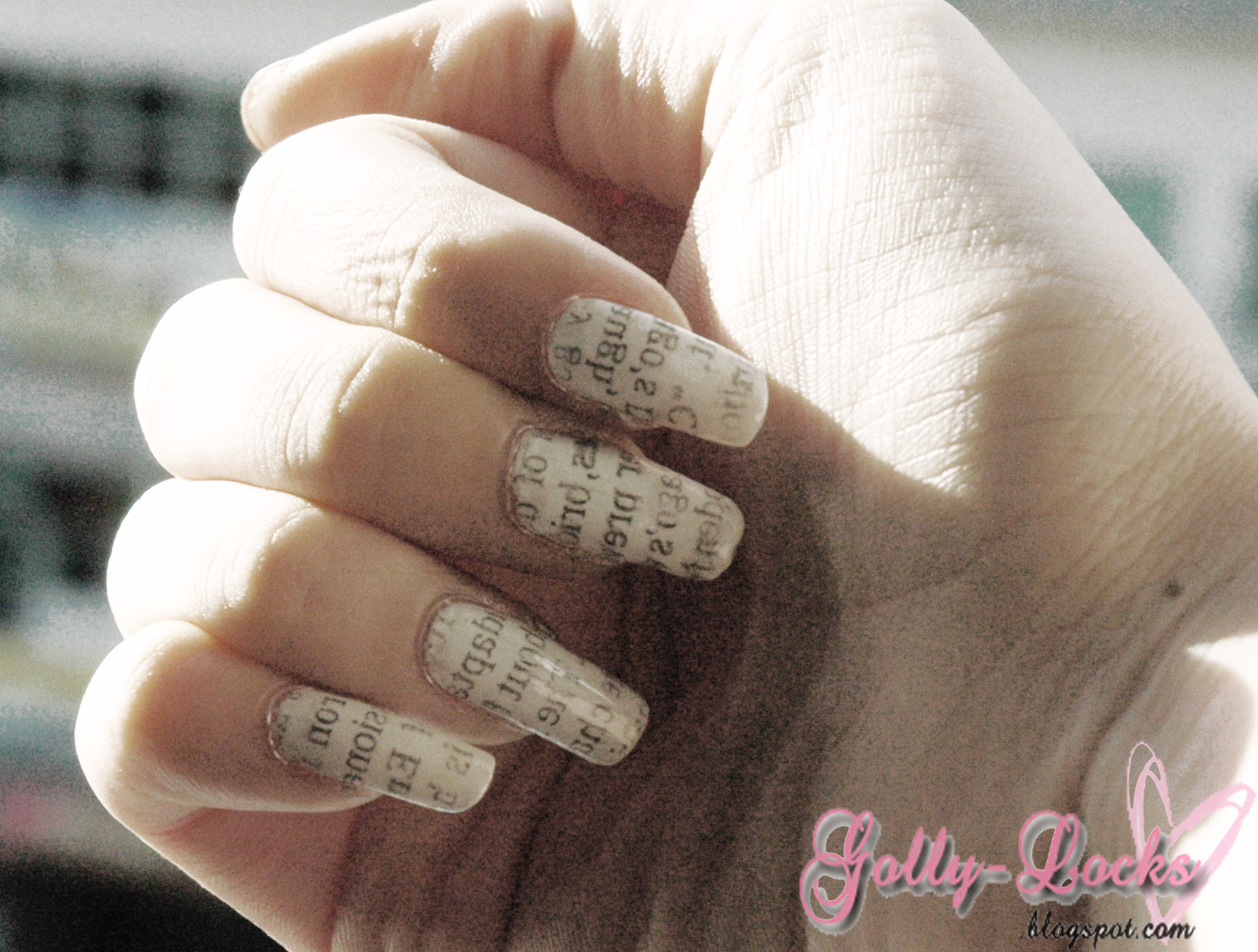 Tutorial] Newspaper Printed Nails - Golly-Locks