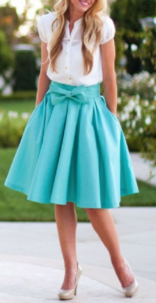 street stlye: romantic style with lovely turquoise bow skirt