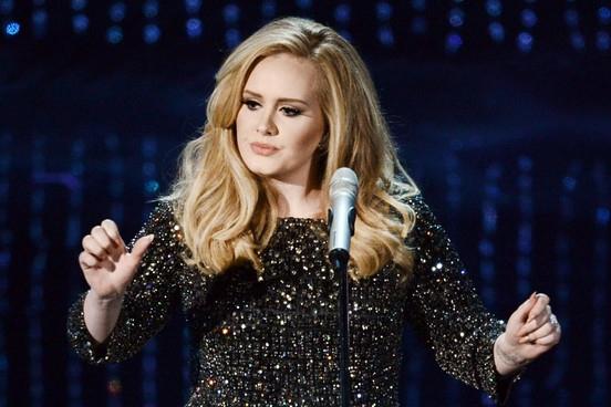 Adele cantó 'Hello' en los NRJ Music Awards 2015