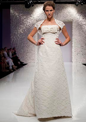 The+classical+proposal+by+Ian+Stuart%252C+who+dress+in+a+match+dubbed+lace+shawl+in+the+same+material