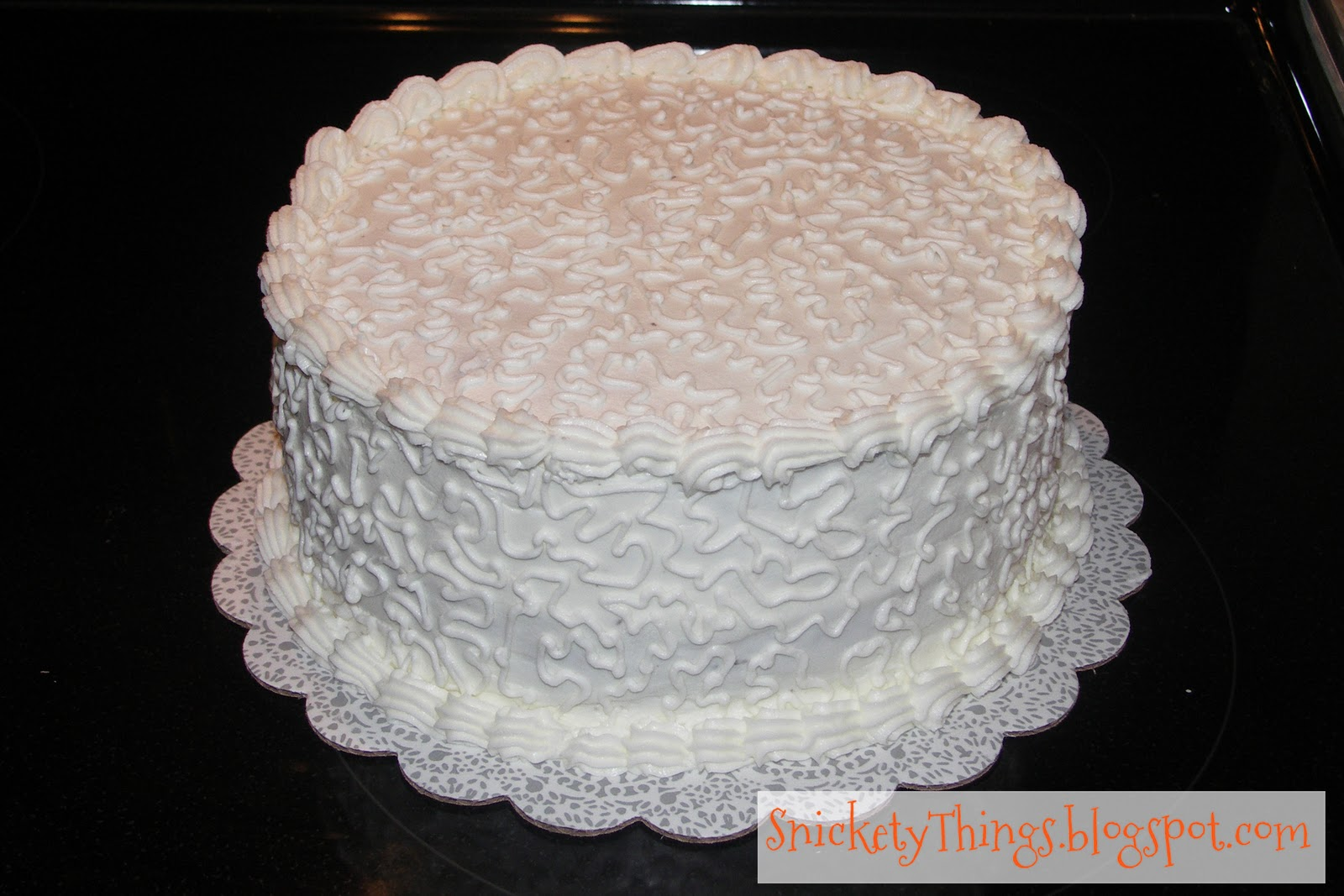Cake Decorating Lace Pattern : Snickety Things: Adventures in Cake: Cornelli Lace
