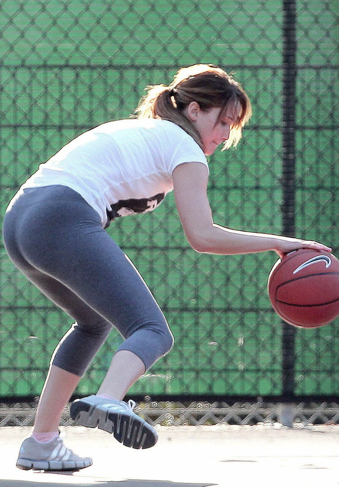 http://1.bp.blogspot.com/-rvPoInmWPXk/UCp8eX08IEI/AAAAAAAAGc4/w7i-KjxsgD8/s1600/jennifer_lawrence_basketball_candid_tdpryfr.jpg