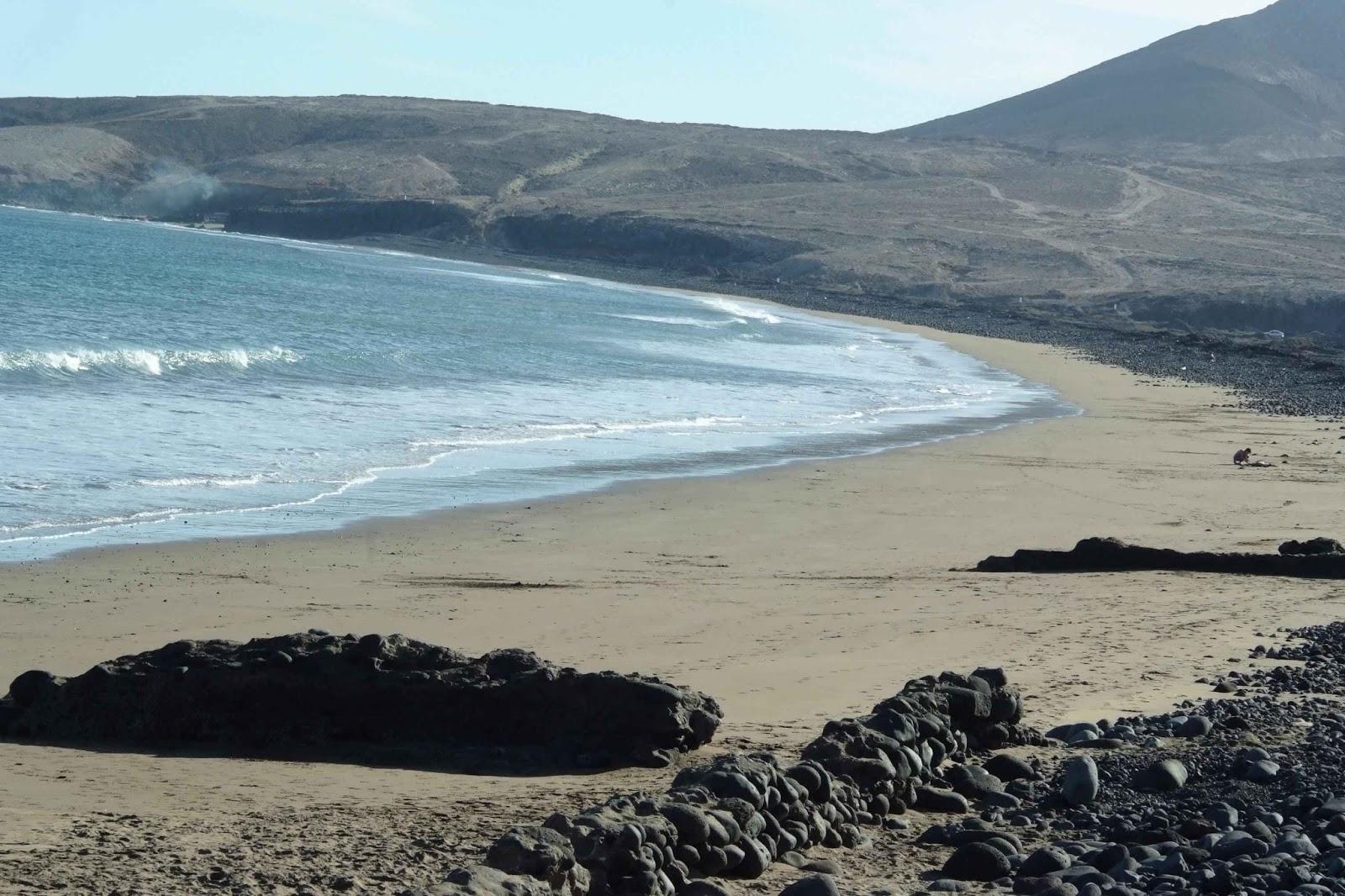 http://campingplayadevargas.blogspot.com.es/2012/09/dejandose-ver-la-arena-de-la-playa.html