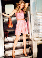 Taylor Swift stteping off the train in a pink dress