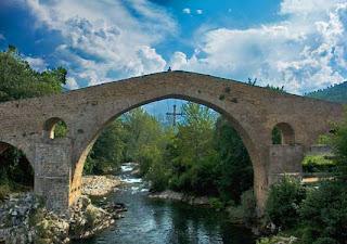 El río Sella, en Asturias, es la patria de las canoas.