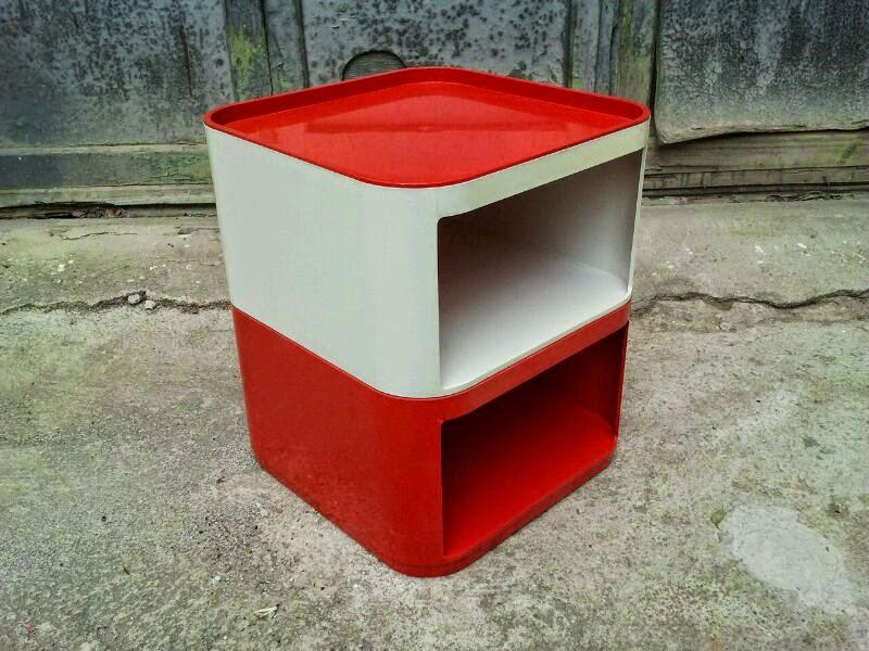 Mueble modular apilable, en plástico ABS Color crema (marcas de uso