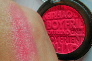 essence-beauty-beats-blush-groupie-at-heart-swatch-2