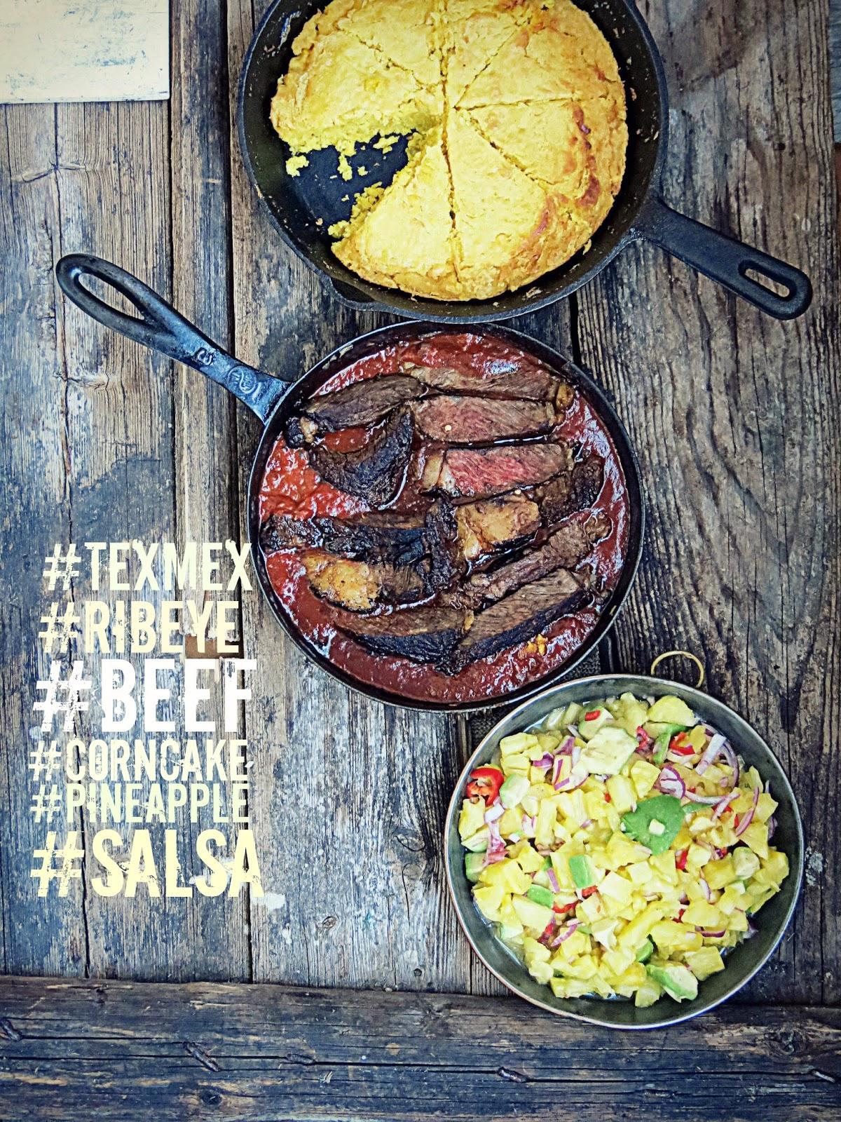 TexMex: Beef chiliä maissikakun ja ananassalsan kera