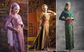 gaun pengantin muslimah warna merah marun