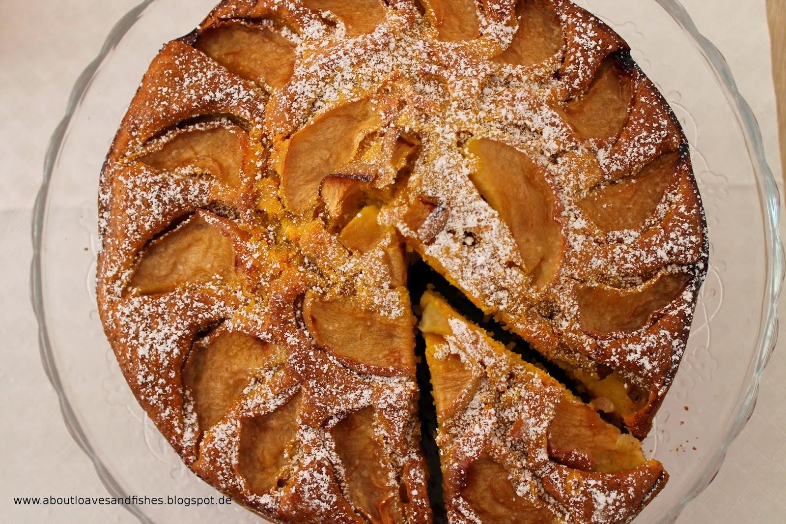 Saftiger Kuchen mit Apfel und Kürbis