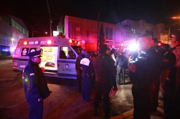 Ambulancia con policías de Toluca