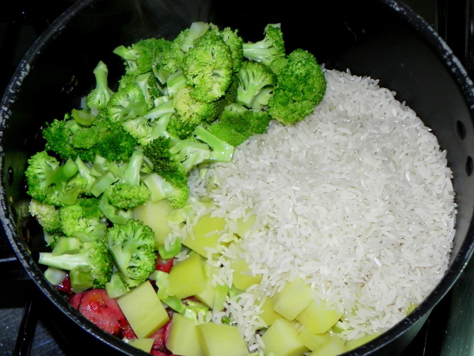 como fazer arroz com calabresa e brocolis