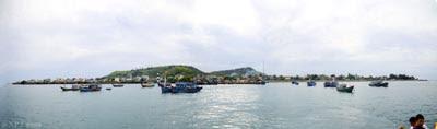 Một phần huyện đảo Lý Sơn nhìn từ ngọn Hải Đăng trên biển