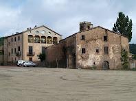 Vista de conjunt del nucli de Gaià. En primer terme hi ha la masia El Prat, pel seu darrere sobresurt el campanar de l'església de Santa Maria, i a mà esquerra i veiem l'antiga Rectoria
