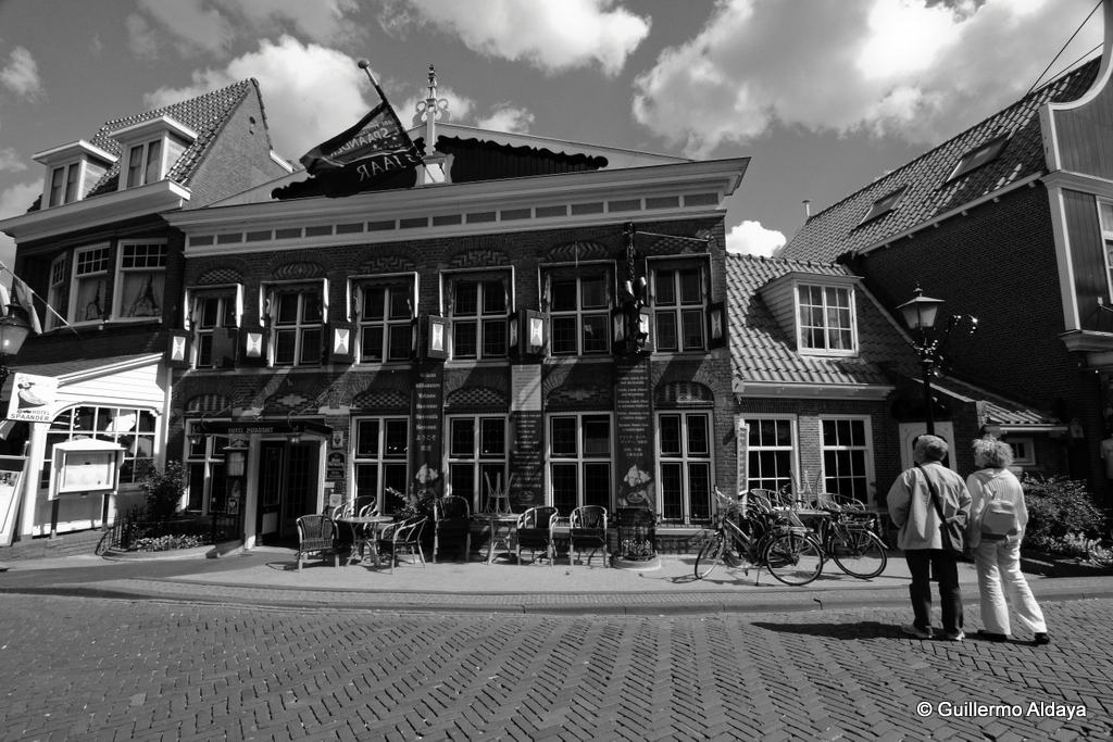 In Volendam (Netherlands), by Guillermo Aldaya / PhotoConversa