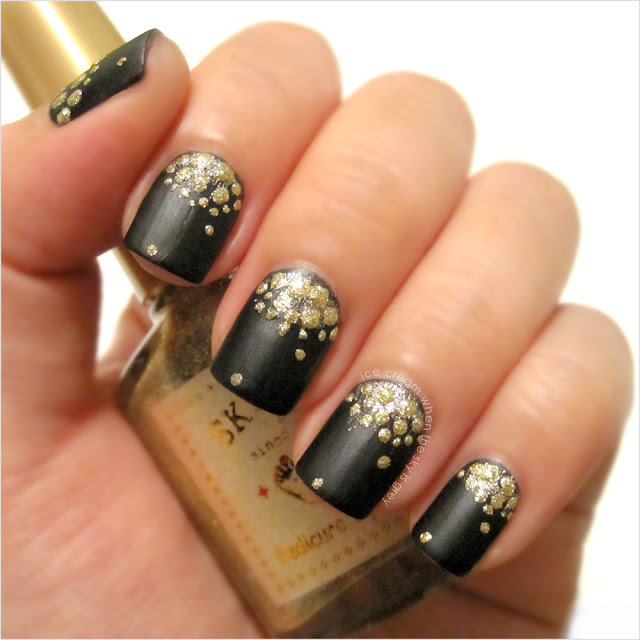 Textured Half Moon Nail Art Tutorial L'Oréal Paris Color Riche Le Nail Art Sticker 009 Poudré D'or Inspired