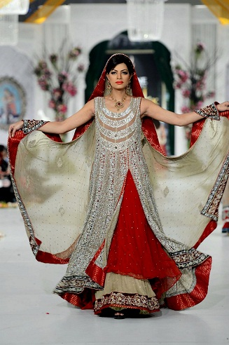 There Are Various Colours Of Wedding Dress But Stani And Indian S Can Prefer The Red Bridal With Latest Design