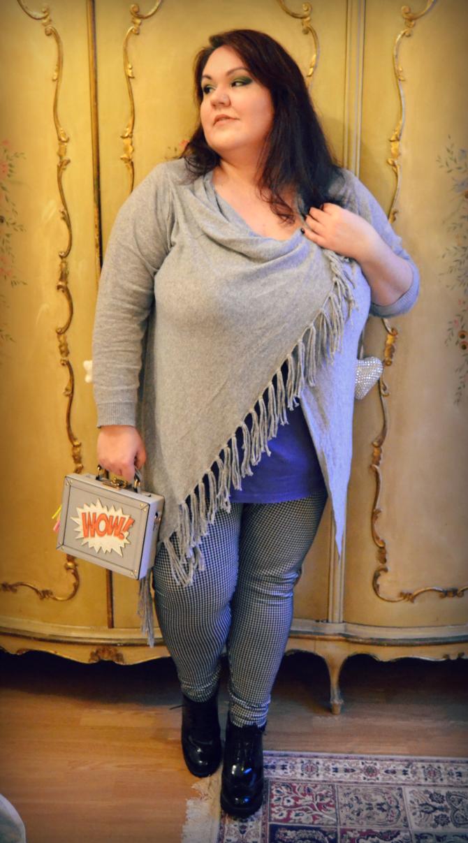 outfit plus size con cardigan Navabi, leggings Scarlett & Jo e borsetta WOW accessorize