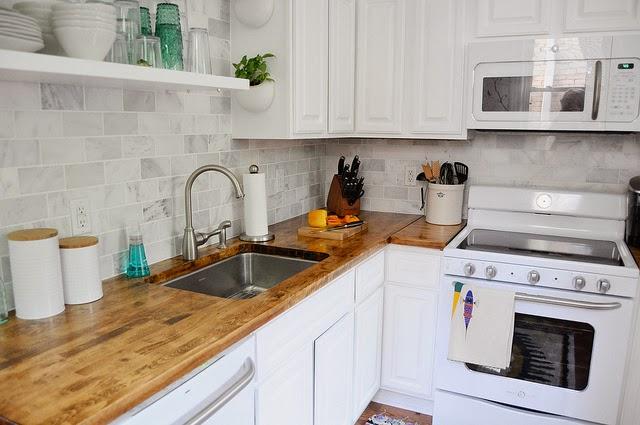 7 dicas para cozinha pequena parecer maior vida louca de - Adornos para cocinas pequenas ...