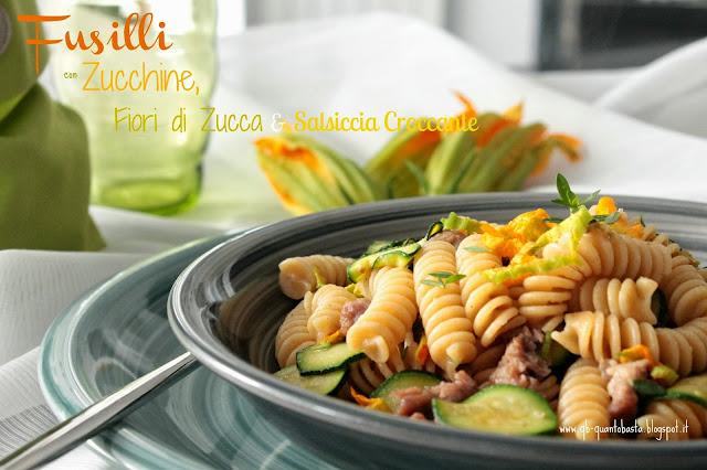 Q.b.- Quanto Basta.: Fusilli integrali con zucchine, fiori di zucca e salsiccia croccante