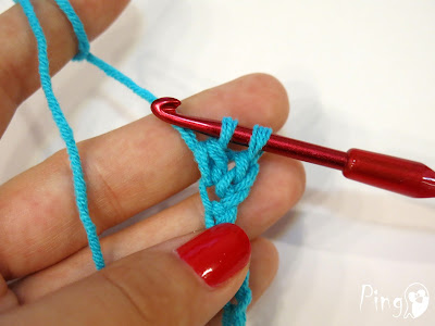 Double Crochet (DC) - step by step instruction by Pingo - The Pink Penguin