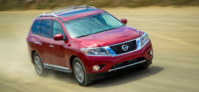 2013 Nissan Pathfinder red