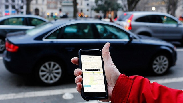 Imagem Com Carro Uber e aplicativo