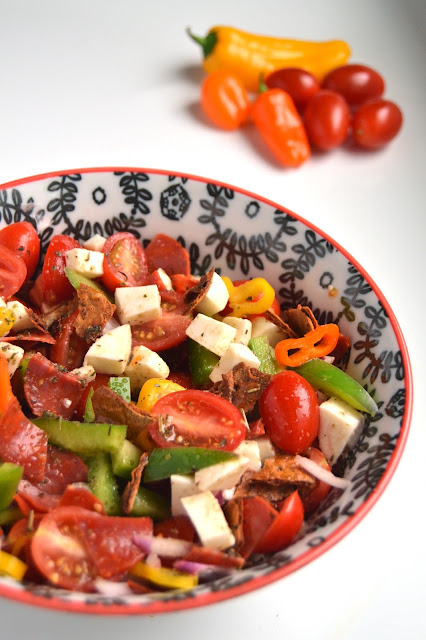 This pizza panzanella salad is a fun change from your typical panzanella with pizza flavor in every bite! www.nutritionistreviews.com