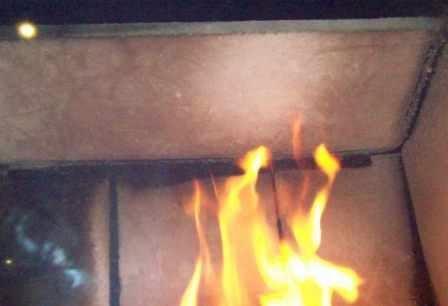 Paląc brykietem DUDA mamy pewność, że kominek pozostanie czysty