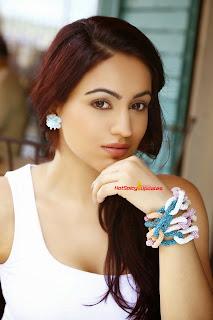 Aksha Pardasany 9.jpg