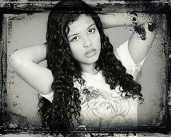 Fazer montagem fotos em preto e branco com moldura criativa