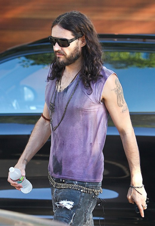 Russell Brand Leaves The Studio » Gossip | Russell Brand