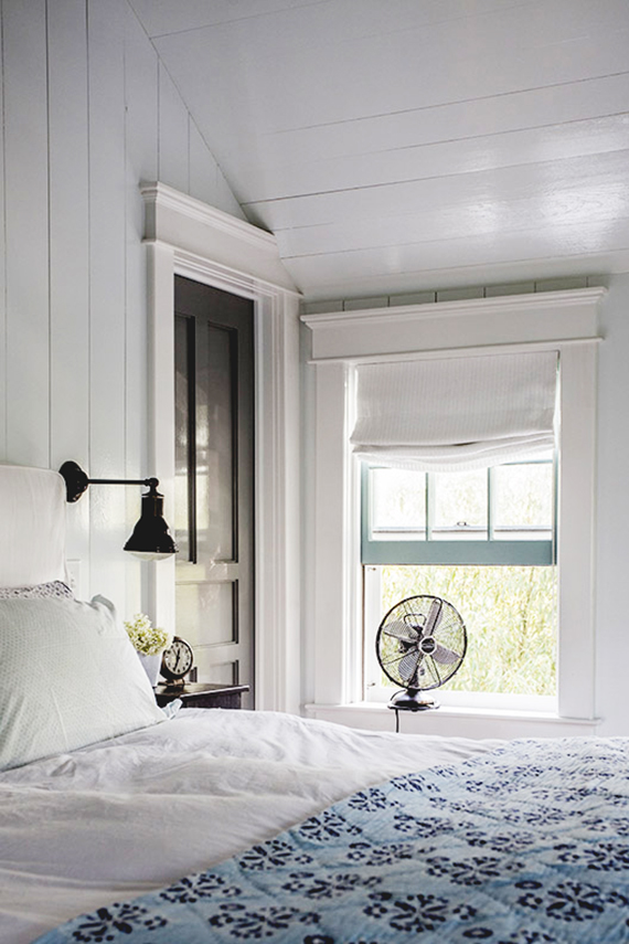 Hamptons summer home bedroom. Photo by Virginia Rollison via Lonny