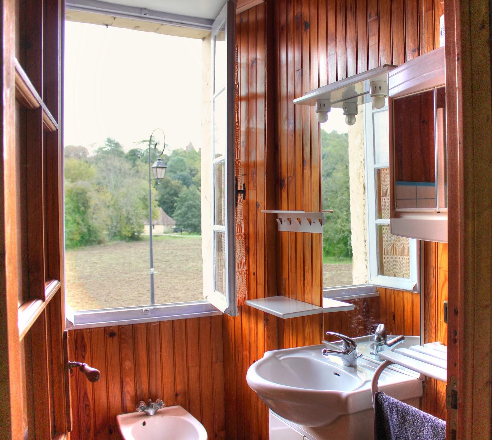Notre maison vendre en dordogne photos for Salle de bains in english