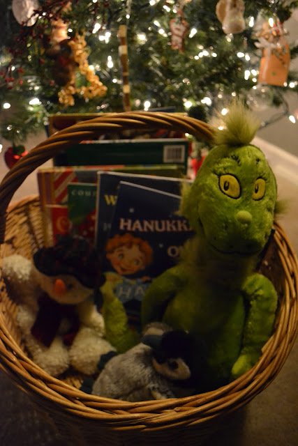 30 Children's Christmas and Chanukah Read- Alouds